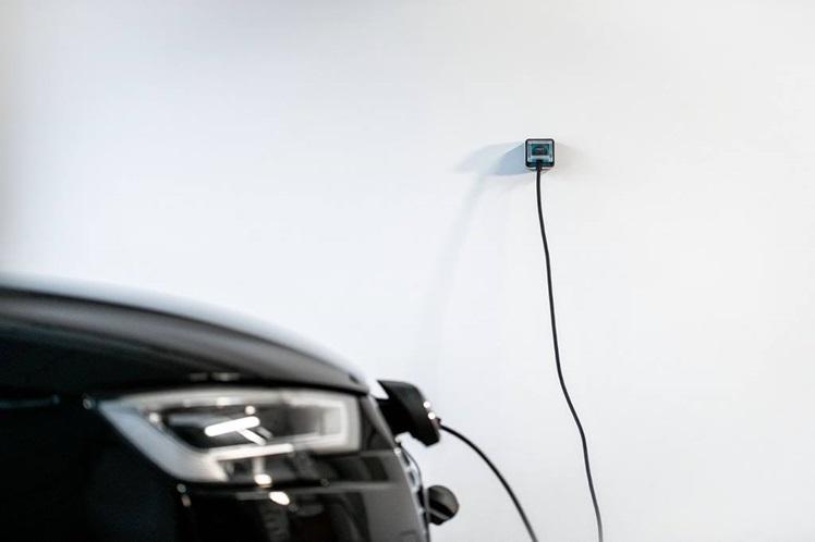 Installation de borne éléctrique pour voiture dans le garage